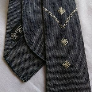 MYSTERY TIE VTG 1 OF A KIND HAND MADE EMBROIDERED